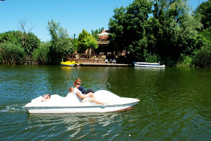 Ağva, İstanbul'a sadece 100 km uzaklıkta harika doğası ve kumsalları ile insanı büyüleyen bir tatil cenneti.