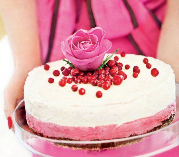 Glasstårta med vit choklad på browniebotten | Recept.se