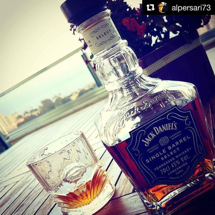 Harika bir @jackdaniels_us karesi de sevgili dostum @alpersari73 dan geldi ----- #Repost @alpersari73 with @repostapp  #meleklerin_payi #meleklerin_payı #JackDaniel's #jackdaniels #jackdanielssinglebarrelselect #burkayadalig #tennessee #tenneesseewhiskey #whiskey #lynchburg #bugunviskim