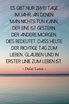 Inspirierendes Zitat vom Dalai Lama: Lebe Dein Leben heute. Gestern ist vorbei. …