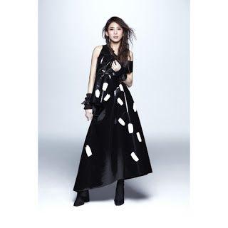 Chinese Music Lyrics: 戴佩妮 Penny Tai - 钢琴键 GANG QIN JIAN [PINYIN LYRICS]