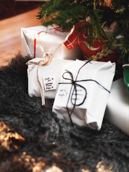 minimal gift wrap