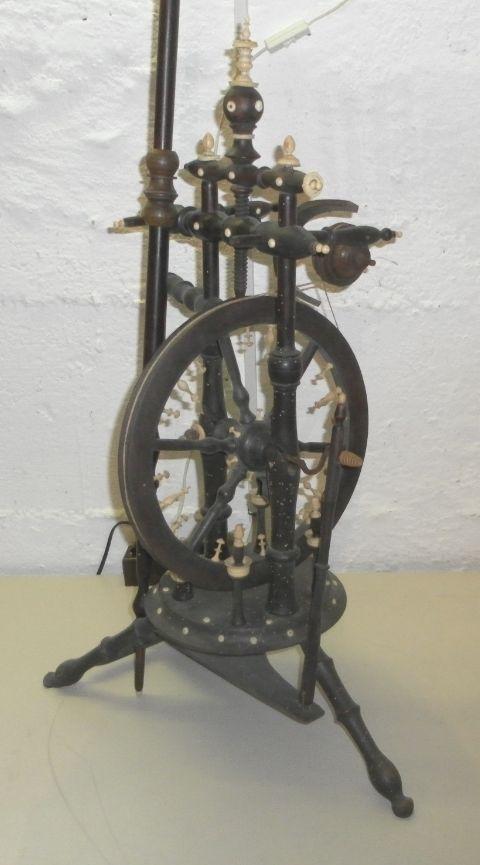 antikes SPINNRAD mit edlen BEIN VERZIERUNGEN um 1880 - gehobenes Bürgertum in Antiquitäten & Kunst, Alte Berufe, Spinner | eBay