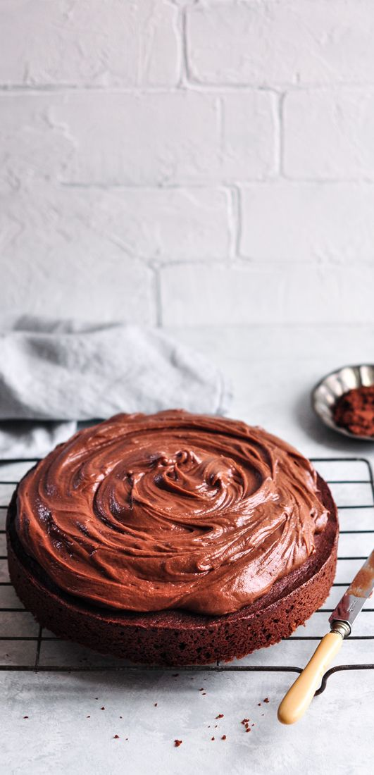 Easy Chocolate Cake | eatlittlebird.com