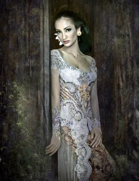 Kebaya Anne Avantie Model Atiqah Hasiholan (daughter of Ratna Sarumpaet)