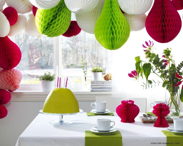 Poți aduce culorile verii la fiecare masă cu ajutorul unor decorațiuni de hârtie.