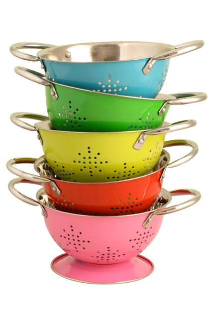 Love the colors on these mini colanders