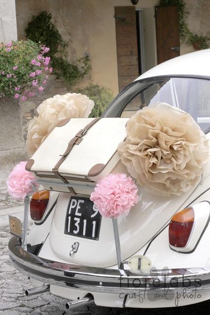 Une petite idée de déco de la voiture des mariés ! La Coccinelle est ma voiture préférée ;)