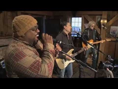 Cee Lo Green & Daryl Hall 'Fuck You'  Cee Lo Green performs Fuck You, live from Daryl Hall's house.
