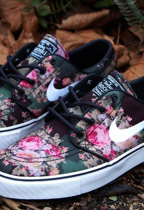 Nike sneakers with pixel flowers // floral // street fashion // flats // laceup // sneakers