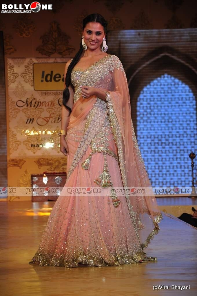 Really like the bottom of the lehnga....the cluster of Swarovskis!