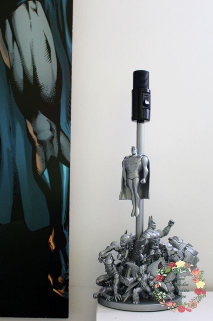 Cadeau geek Pied de lampe garçon originale figurines d'action Super Héros industriel, marvel, dc, comics, addicts, tortues ninja, transformers, ben10, skylanders, ironman, batman spiderman, déco chambre enfants, adultes, lampe de bureau