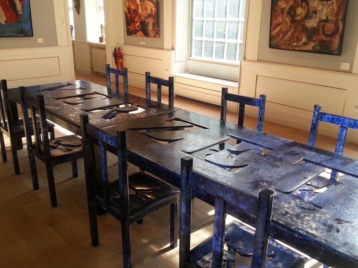 Meer dan 1000 idee n over blauwe stoelen op pinterest geen schoenen stoelen en fauteuils - Stoelen voor glazen tafel ...