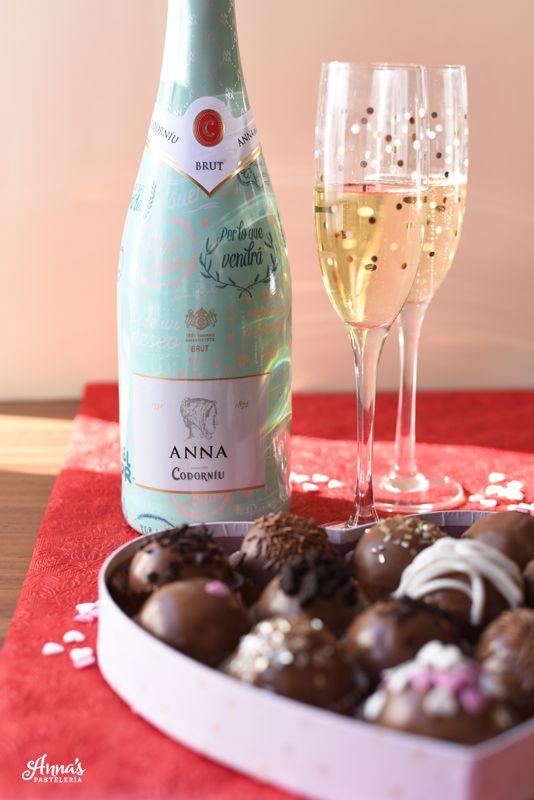 Trufas de Oreo para San Valentín! // Valentine's day Oreo truffles // Oreo cookie balls // www.annaspasteleria.com
