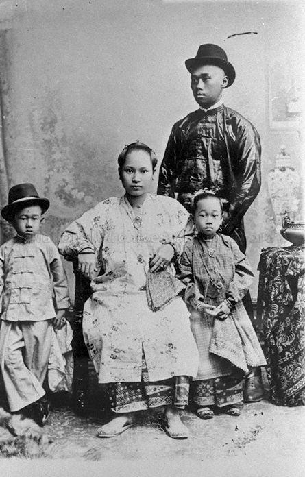 Straits Chinese Family - 1900