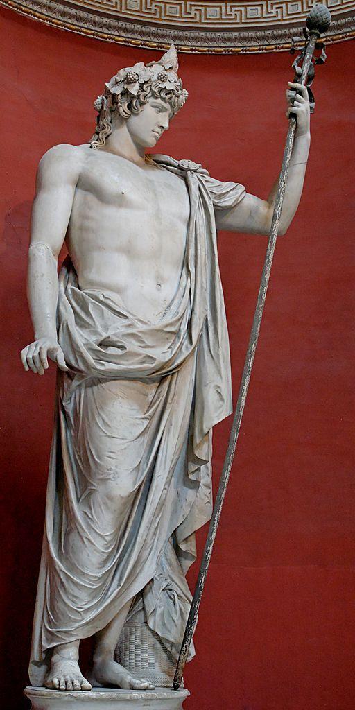 Colosal estatua de Antinoo como Dionysos-Osiris (corona de hiedra, cinta para la cabeza, la jara y el cono de pino). Mármol, obras de arte romano. Museo Pio-Clementino, Sala Rotonda - Museos del Vaticano