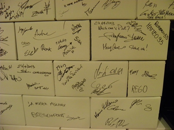 Find your signature!  Dear fans of Pink Floyd, here you can find your personal signature on The Wall
