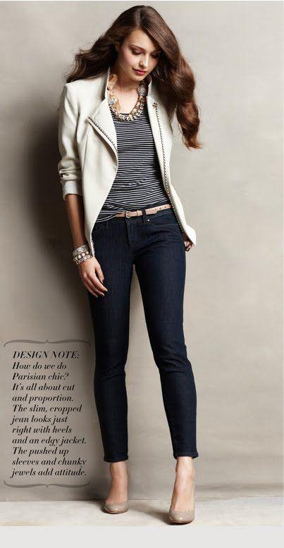 si quieres lucir profesional pero al mismo tiempo jovial este atuendo con un white blazer esta perfecto