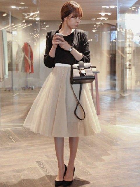 4c5f93cc99192 パーティーやドレスコードのあるレストランやバー・オーケストラや演劇鑑賞など、正装ではないけどきちんとしたワンピースやブラウス・スカートにハ…