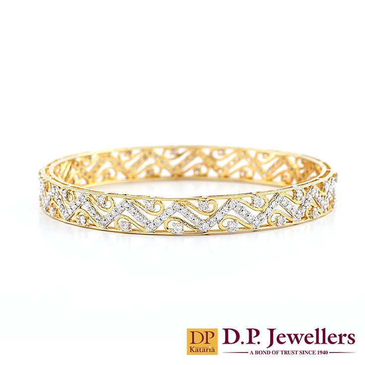 Geometrical pattern in diamonds! #bangles #wedding #bridaljewellery #spring #collection2015 #trends2015 #ruby #diamondjewellery #bracelets #springwedding #love #ratlam #indore #udaipur