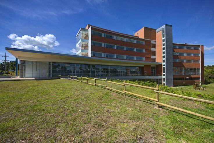Medical Center. Año de construcción: 2013 Ciudad: Rionegro, Antioquia, Colombia Cliente: Promotora Medical Center SAS