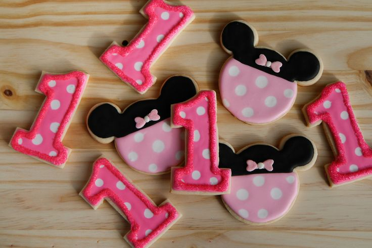 MINNIE MOUSE PINK - Sugar cookie set for a little girl's first birthday party! Click to see the cake pops that went with it :)