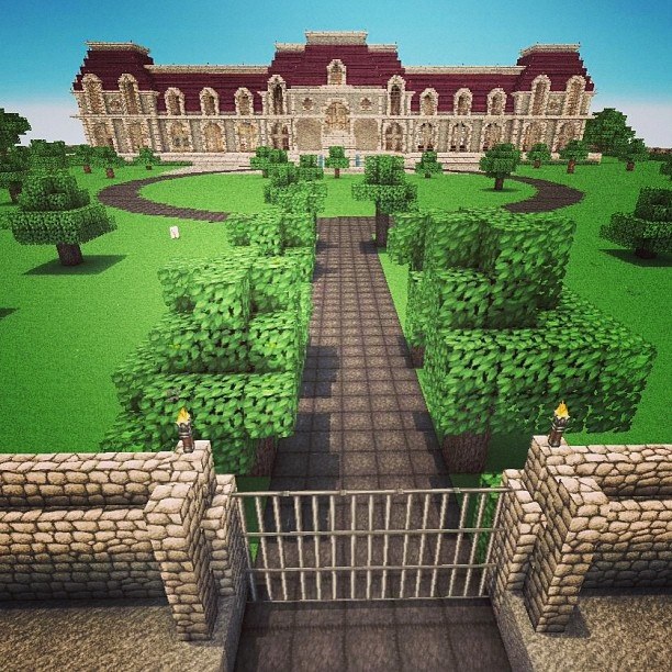Mansion & front yard