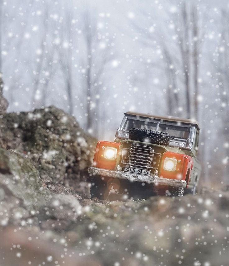 LAND ROVER. 1:72 Cararama Land Rover by Pacific Shatterdome. IG: pacific_shatterdome.