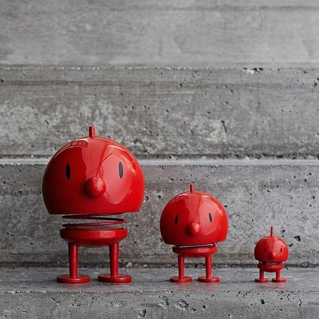 Einen tollen Sonntag Euch allen. Dürfen wir vorstellen: Der neue Mega Bumble von Hoptimist. Einfach riesig neben den anderen beiden  A great Sunday to all of you. May we introduce: The new Mega Bumble from Hoptimist. Simply tremendous to the other two  #hoptimist #hoptimistdenmark #megabumble #bigbumble #bumble #red #rot @hoptimistdenmark #sunday #sonntag #gutenmorgen #goodmorning #design #designlovers #danishdesign #scandinaviandesign #big #nordicinspiration #nordicdesign #love #inst...