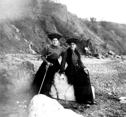 Anna Vyrubova and Tsarina Alexandra at Crimea