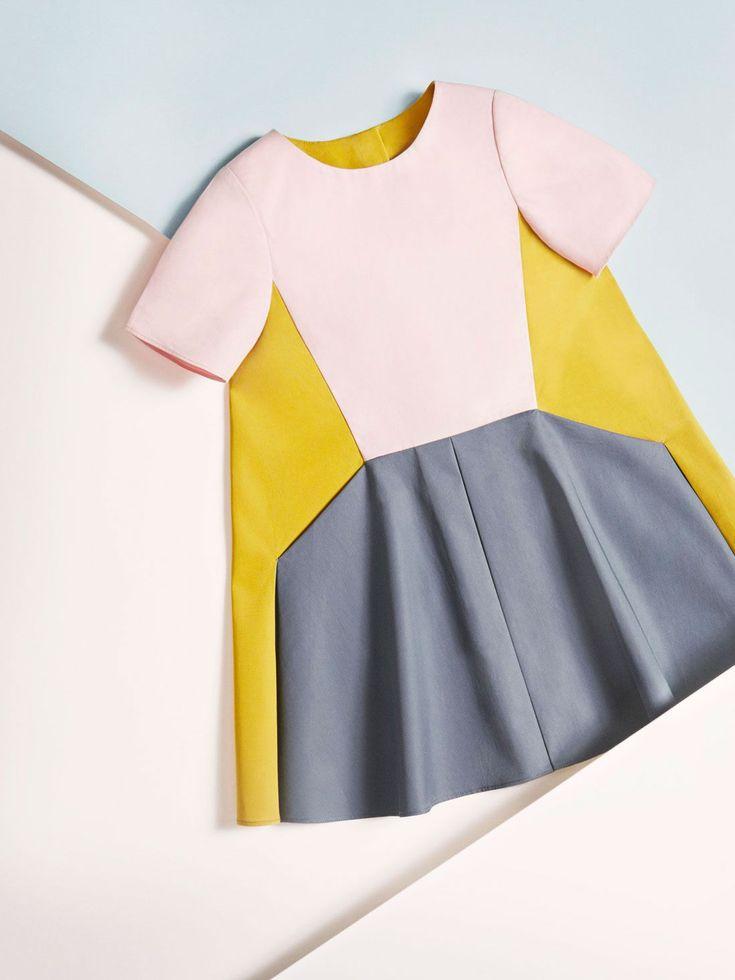 pleated cotton dress   La saison géométrique de COS  Unity.  Geometrical color blocking is one of my favourite displays of color in clothing