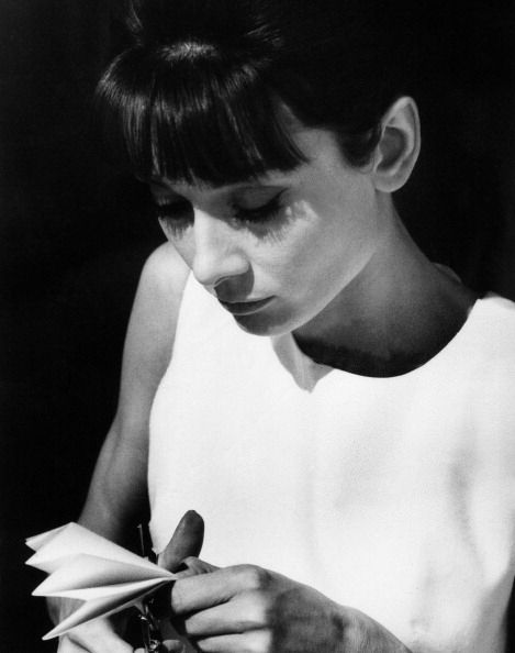 audrey hepburn essay conclusion My definition of beauty is felt in our heart in many ways sometimes people see beauty as that of an actress' appearance and thinking, like audrey hepburn.