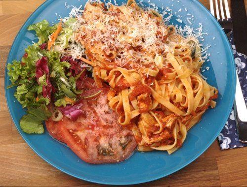 Tagliatelle med kyckling och tomatsås