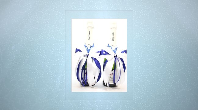 Украшение для шампанского на свадьбу Gilliann Magic GLS160 http://www.wedstyle.su/katalog/anniversaries/svadebnye-bokaly/ukrashenija-na/ukrashenie-dlja-shampanskogo-na-svadbu-7116
