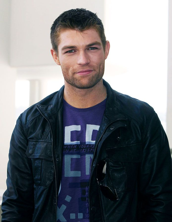 Liam McIntyre (Spartacus)... Oh sweetness, those dimples. *swoon*