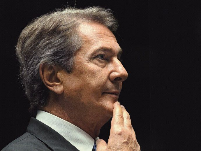 """Como Collor foi aceito no pomar mágico dos petistas... """"Ao receber o controle de duas diretorias da BR Distribuidora, uma subsidiária da Petrobras, o ex-presidente estabeleceu seu próprio balcão de negócios no petrolão. A Lava Jato foi bater à sua porta."""" """" Reviravolta: de inimigo visceral do PT nos anos 90, Fernando Collor converteu-se em um de seus mais fieis aliados.""""."""