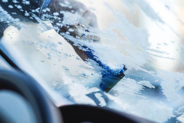 Milyen módszerekkel próbálkozzon az, akinek a téli reggeleken szembe kell néznie a megfagyott szélvédő problémájával? Olvassátok el legújabb blogcikkünket és megtudjátok!   https://autofelszerelesek.hu/blog-kaparni-vagy-nem-kaparni