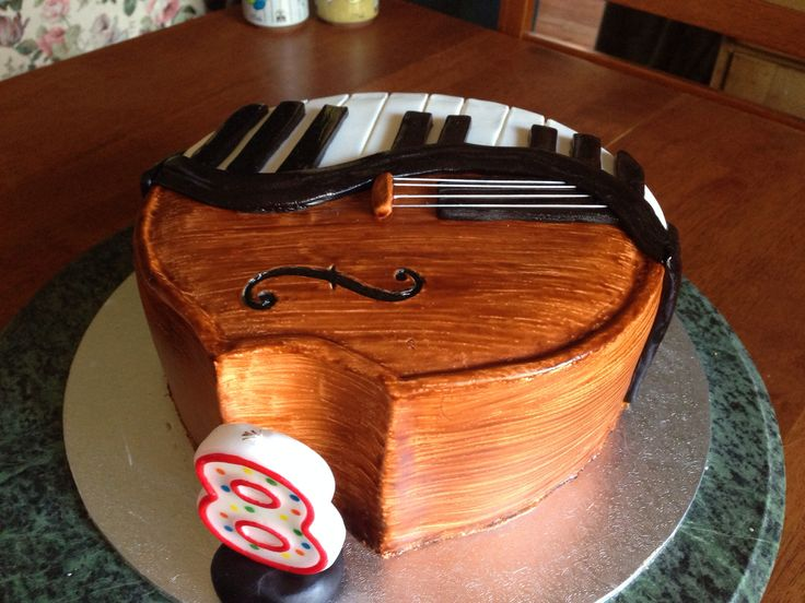 Hadar's 8th Piano/Violin birthday cake. Surprisingly easy to do. Loved how the violin side turned out.