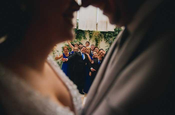 Mini Wedding: Milene e Marcos. Foto divertida com padrinhos #fotografia #padrinhos #noivos #miniwedding #wedding #casamento #intimista #noivinhasdeluxo