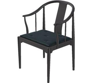 Kina Stolen af Hans Jørgensen Wegner. Kina stolen blev designet i 1944 til konferencelokaler, men er i dag primært af finde i private hjem. Kina Stolen fås i sort ask og kirsebær.