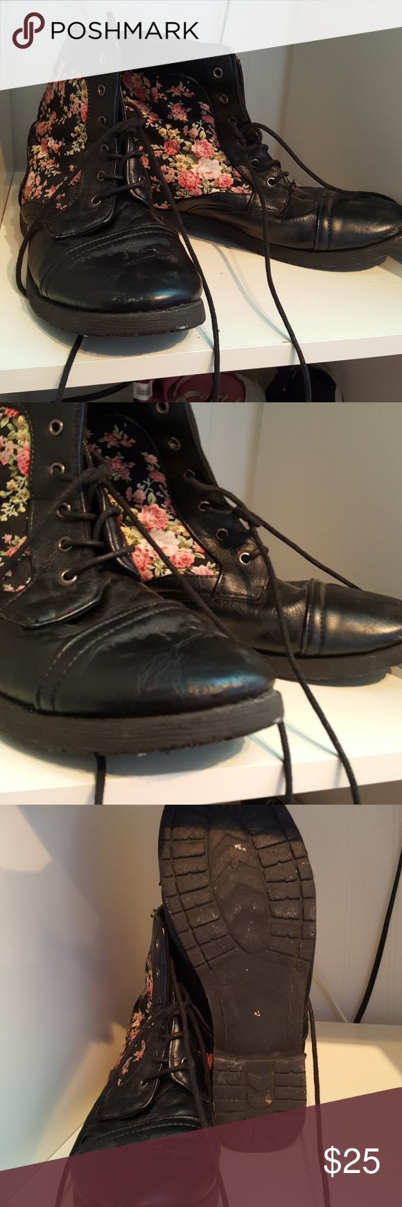 Floral combat boots Floral combat boots from Hot Topic, lightly worn, slight scuff marks on the toes, they're not smelly! Made of faux leather. Size says 10 but they fit like a 9. Hot Topic Shoes Combat & Moto Boots