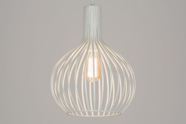 artikel 10950 Stoere draadlamp in moderne, mat witte uitvoering! https://www.rietveldlicht.nl/artikel/hanglamp-10950-modern-landelijk-rustiek-wit-mat-metaal-rond