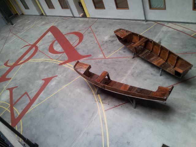 Logic Works is een design en ontwerp studio uit Amsterdam. We werken voornamelijk met materialen die een tweede leven verdienen. Onze ontwerpen ontstaan vaak vanuit vergeten of ondergewardeerde materiaalstromen. Zo maken we o.a. van oude boten nieuwe banken. Allemaal uniek, helemaal gerecycled en duurzaam geproduceerd. Dit heet Up-cycling. Toegepaste kunst, waar je iets aan hebt. Op broedplaats de Ceuvel is de werkplaats van Logic Works te vinden. Kom eens langs.