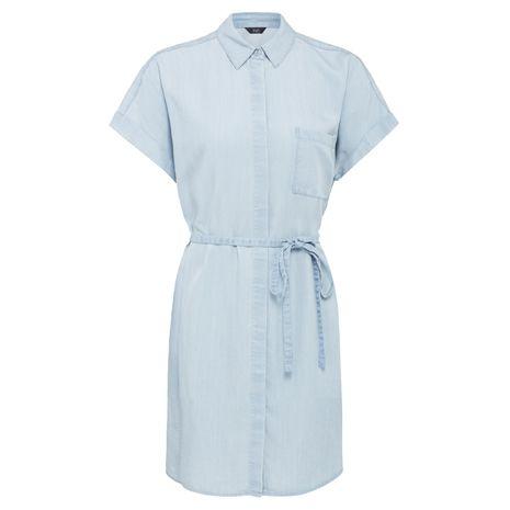 Pohodlné košilové šaty jsou ideálním základem dámského letního outfitu.