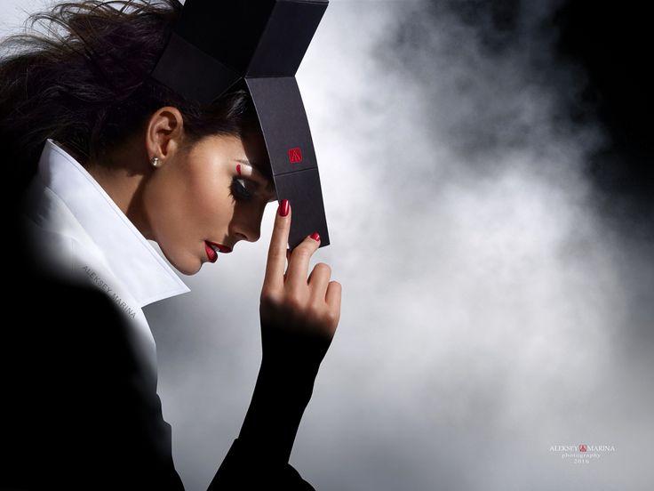 """Box 1. Jackson"". Model - Natalia Danchenko. Иронично о моде. Фото-проект ""Одна коробка - четыре девушки"". О том, что не одежда красит человека. Или о том, как важна подача в имиджевой фотографии. ...И чем отличаются профессиональные модели от просто красивых девушек.  Ironic fashion. Small photo project ""One box - four girls."" The fact that the clothes do not make the man.  #beautiful_face, #make-up, #beauty_girl, #aleksey_marina"