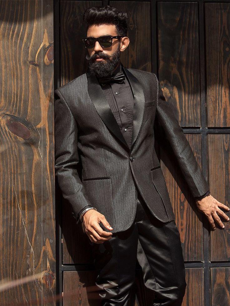 Чёрный мужской костюм-двойка   чёрная рубашка с бабочкой