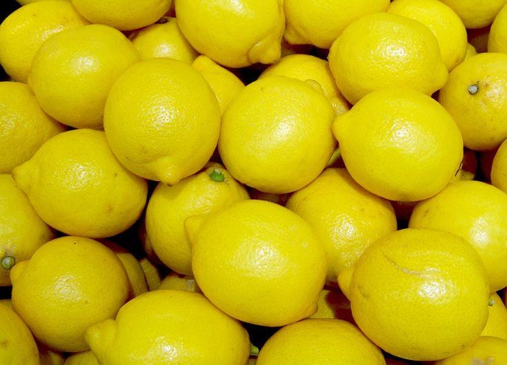 Come sfruttare le proprietà del limone in casa, il limone è perfetto per la sua azione sgrassante, lucidante e per il suo profumo.