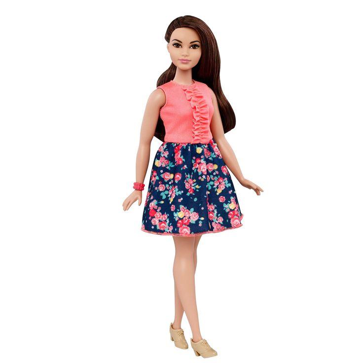 Iedere Barbie Fashionistas pop heeft haar eigen look en stijl, waarbij alle modieuze kleren zijn geïnspireerd op de laatste trends, van casual-cool tot boho-chic. Met meer diversiteit en variatie in stijlen, schoenen en accessoires, kunnen kinderen hun verbeelding op oneindig veel manieren gebruiken om hun verhalen te vertellen. Deze hippe Fashionistas Barbiepop heeft lang bruin haar en draagt een roze shirtje op een gebloemde rok. De poppen van Barbie Fashionistas kunnen niet los staan…