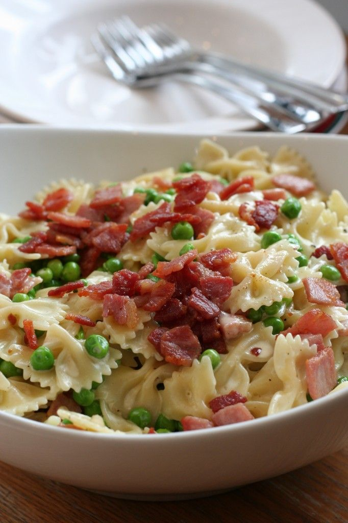 pasta with bacon, peas and cream. a great quick weeknight recipe - easy, fast, and yummy! substituted heavy cream with half and half for a little less guilt