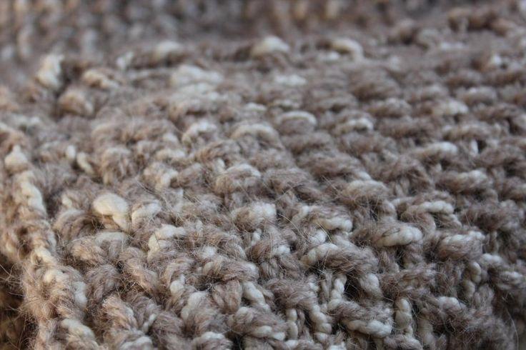 Manta tejida a mano en pura lana de llama y algodón natural. Súper suave y abrigada.